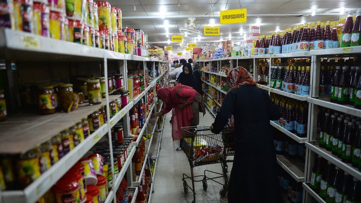 Pakistanis buy food at a utility store (with government-controlled prices) in Islamabad May 16. [Aamir Qureshi/AFP]