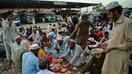 پشاور کی سکھ برادری رمضان کے دوران بین المذاہب ہم آہنگی کی شمع جلا رہی ہے