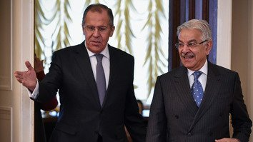 Russian Foreign Minister Sergei Lavrov (left) welcomes Pakistani Foreign Minister Khawaja Muhammad Asif during his visit to Moscow February 20. [Vasily Maximov/AFP]