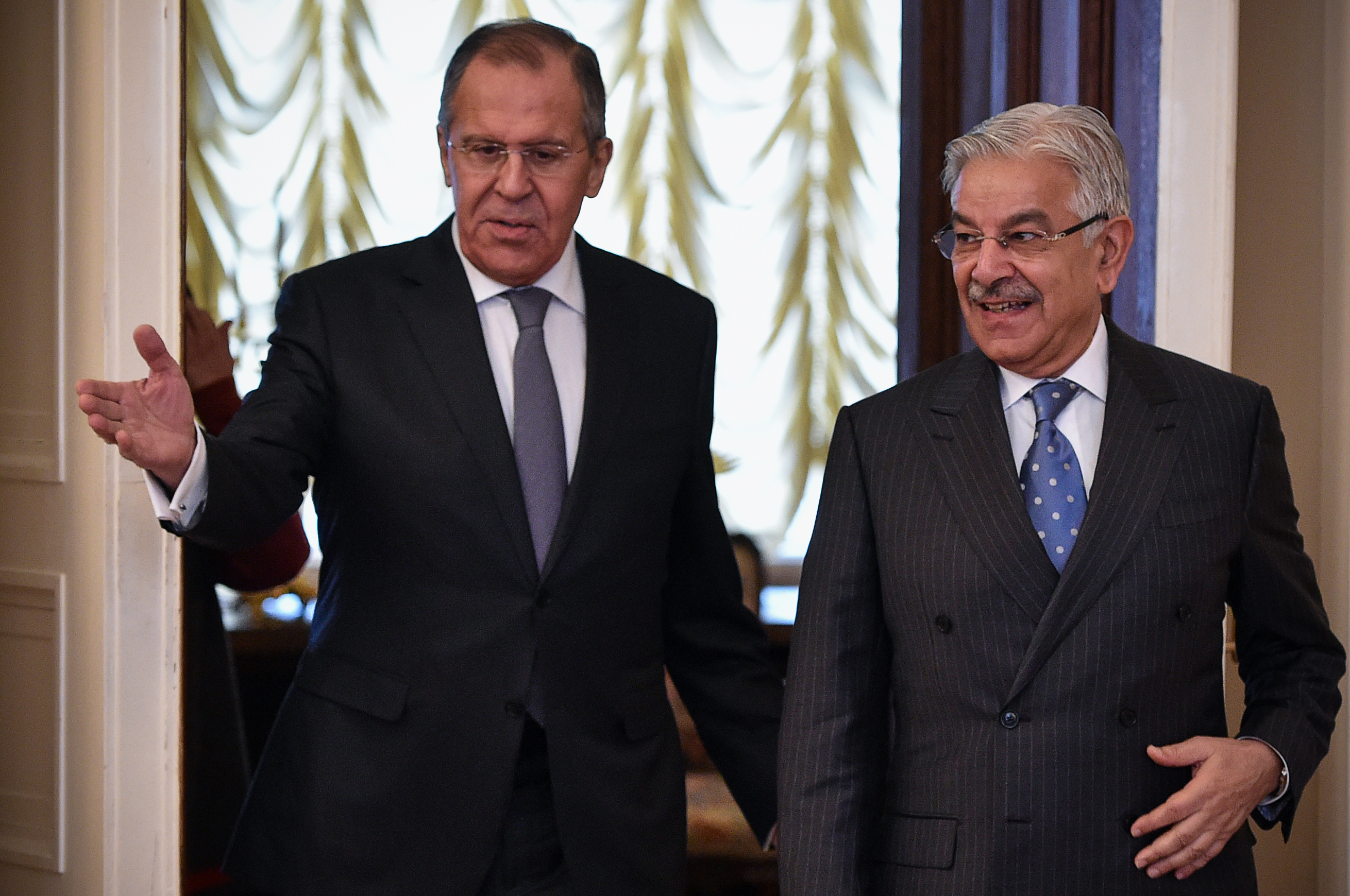 Russia's 'friendly' overtures to Pakistan raise concerns among observers
