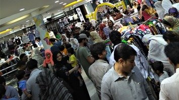 Clothing stores in Rawalpindi are packed June 10 as Pakistanis shop ahead of Eid ul Fitr. [Syed Abdul Basit]