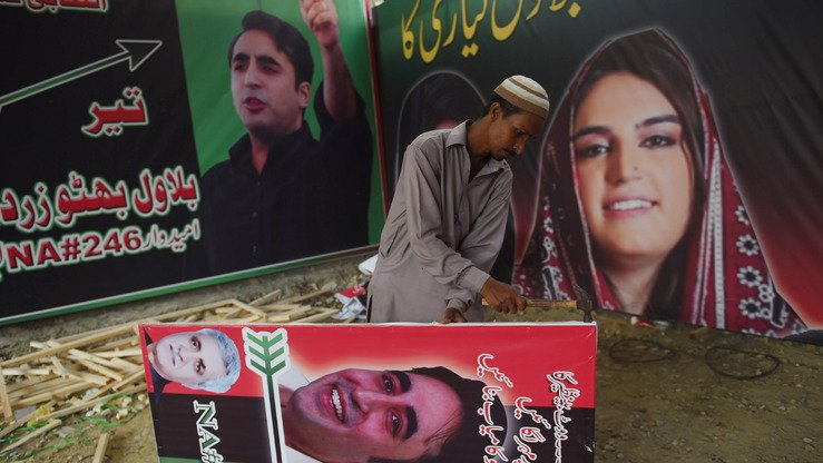 A supporter of Bilawal Bhutto Zardari, chairman of the Pakistan Peoples Party (PPP), prepares an election poster in Karachi July 2. [RIZWAN TABASSUM/AFP]