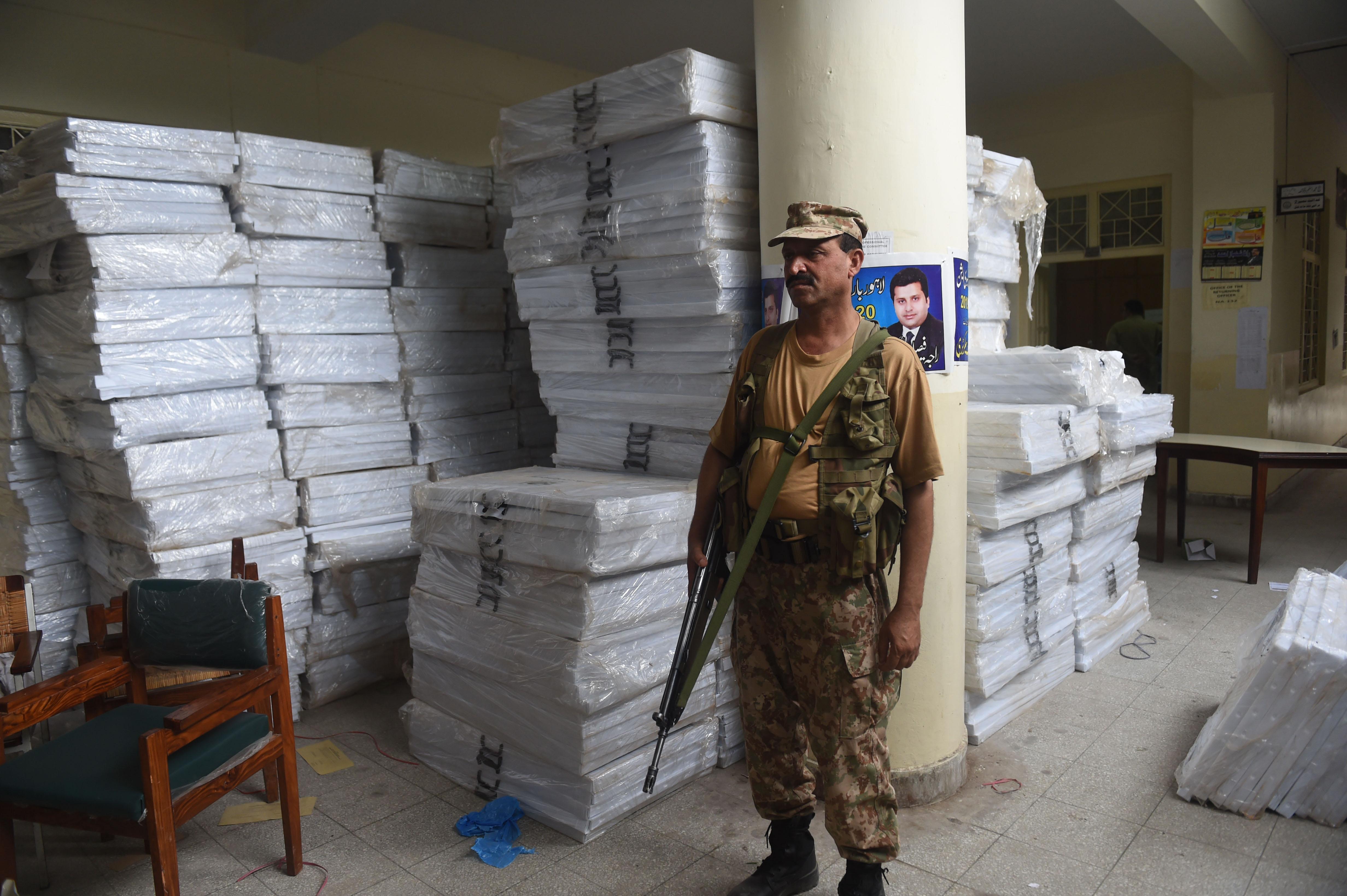 پاک فوج اور پولیس کا غیر جانبداری کے ساتھ انتخابات کو تحفظ فراہم کرنے کا عزم