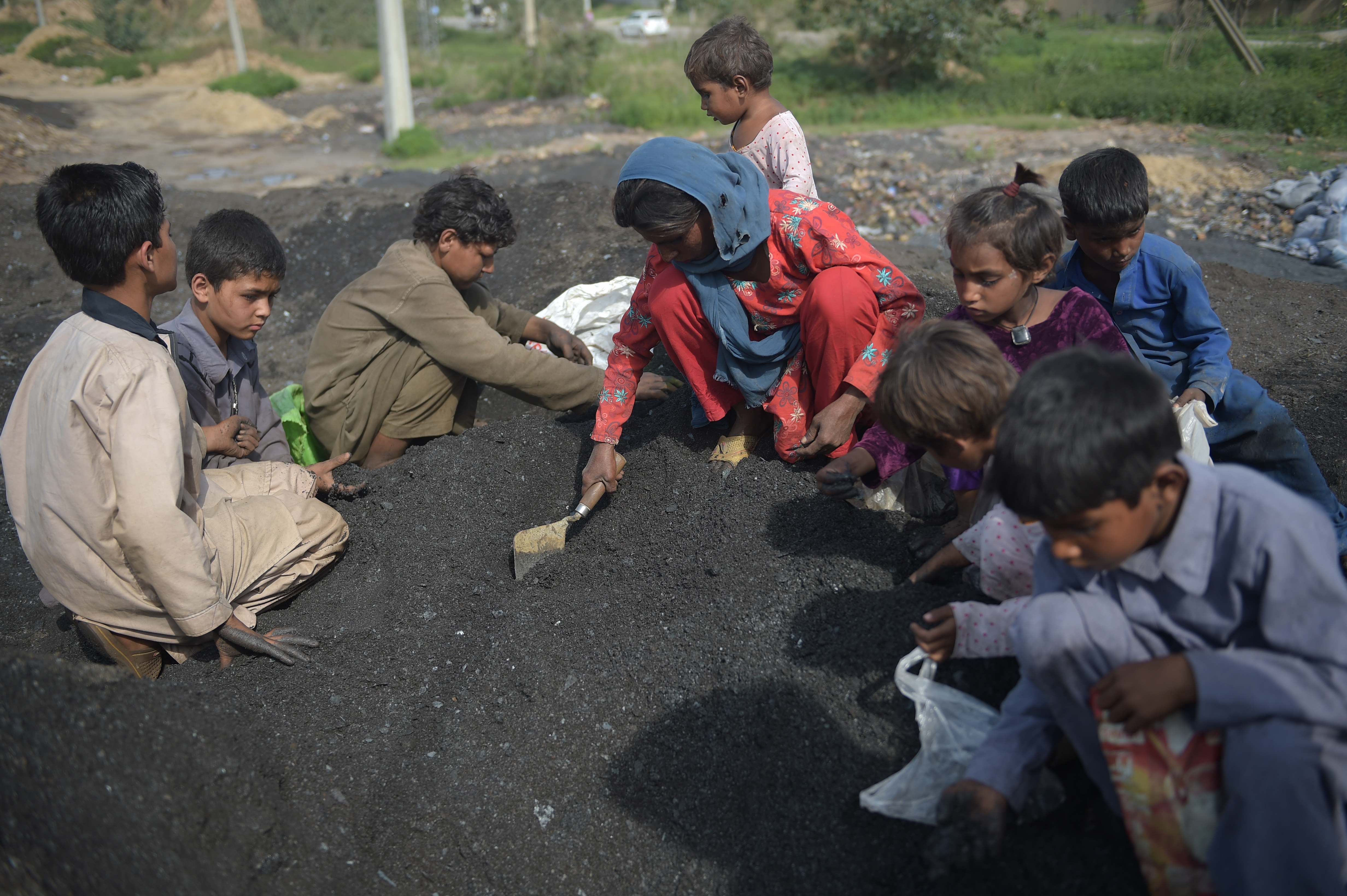 Pakistani authorities try to curtail rapid population growth
