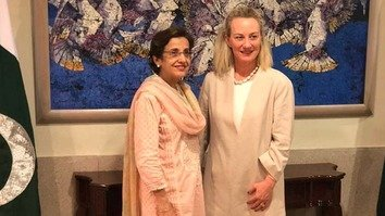 Foreign Secretary Tehmina Janjua (left) and US envoy Alice Wells meet in Islamabad July 2. Wells on June 30 urged Pakistan to exert more pressure on the Afghan Taliban to join the peace process.  [Government of Pakistan]