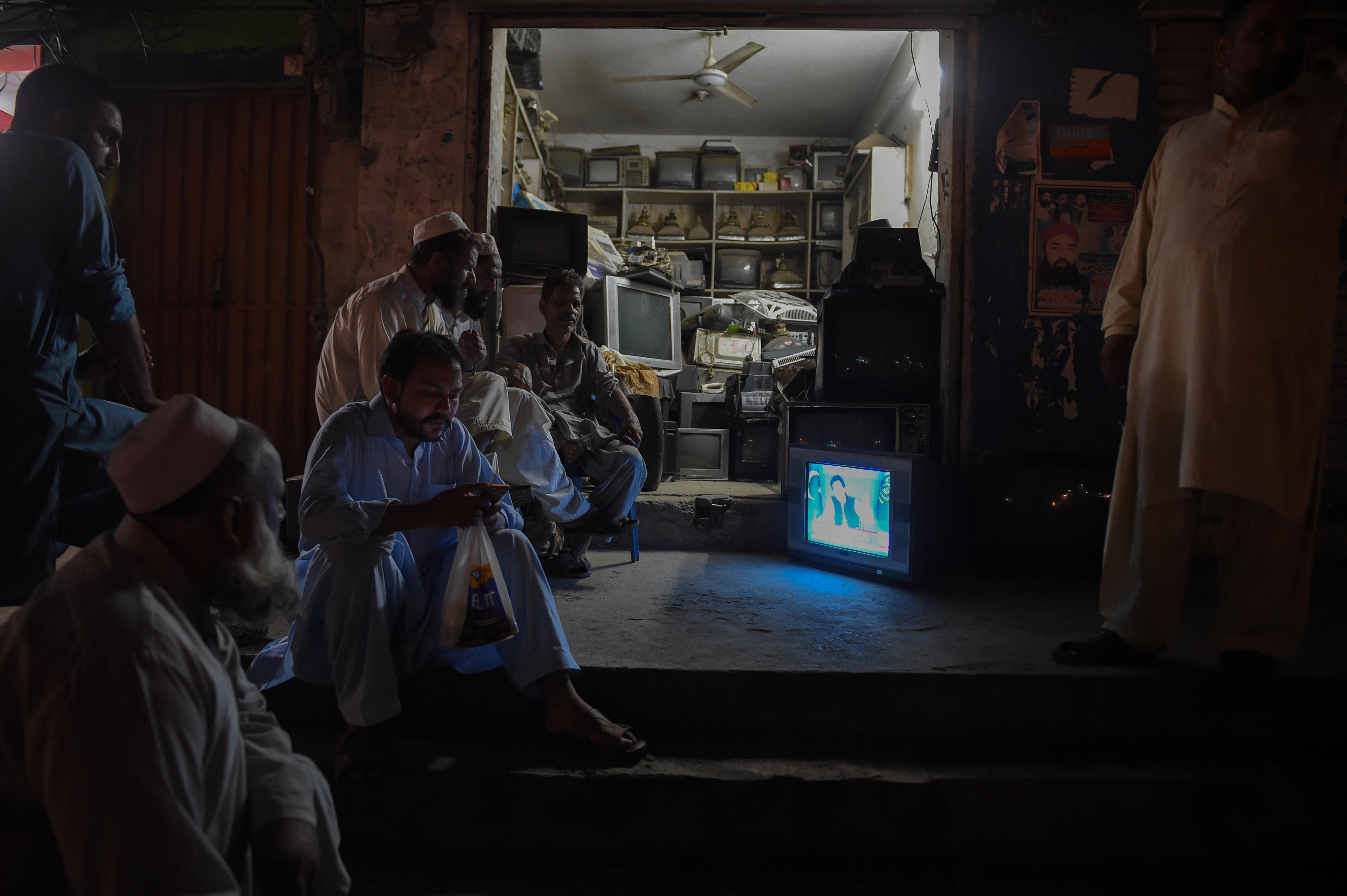 Khan highlights development, corruption fight in 1st speech as prime minister