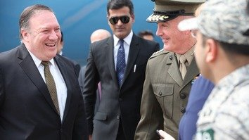 US Secretary of State Mike Pompeo (left) and Joint Chiefs of Staff Chairman Gen. Joe Dunford arrive in Pakistan September 5. [Twitter/Secretary of State Mike Pompeo]