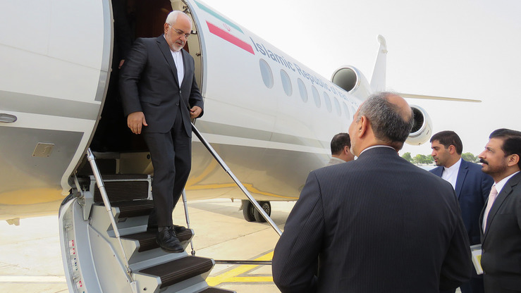 Iranian Foreign Minister Javad Zarif steps down from his plane in Rawalpindi August 30. He arrived in Pakistan for a two-day visit. [AFP]