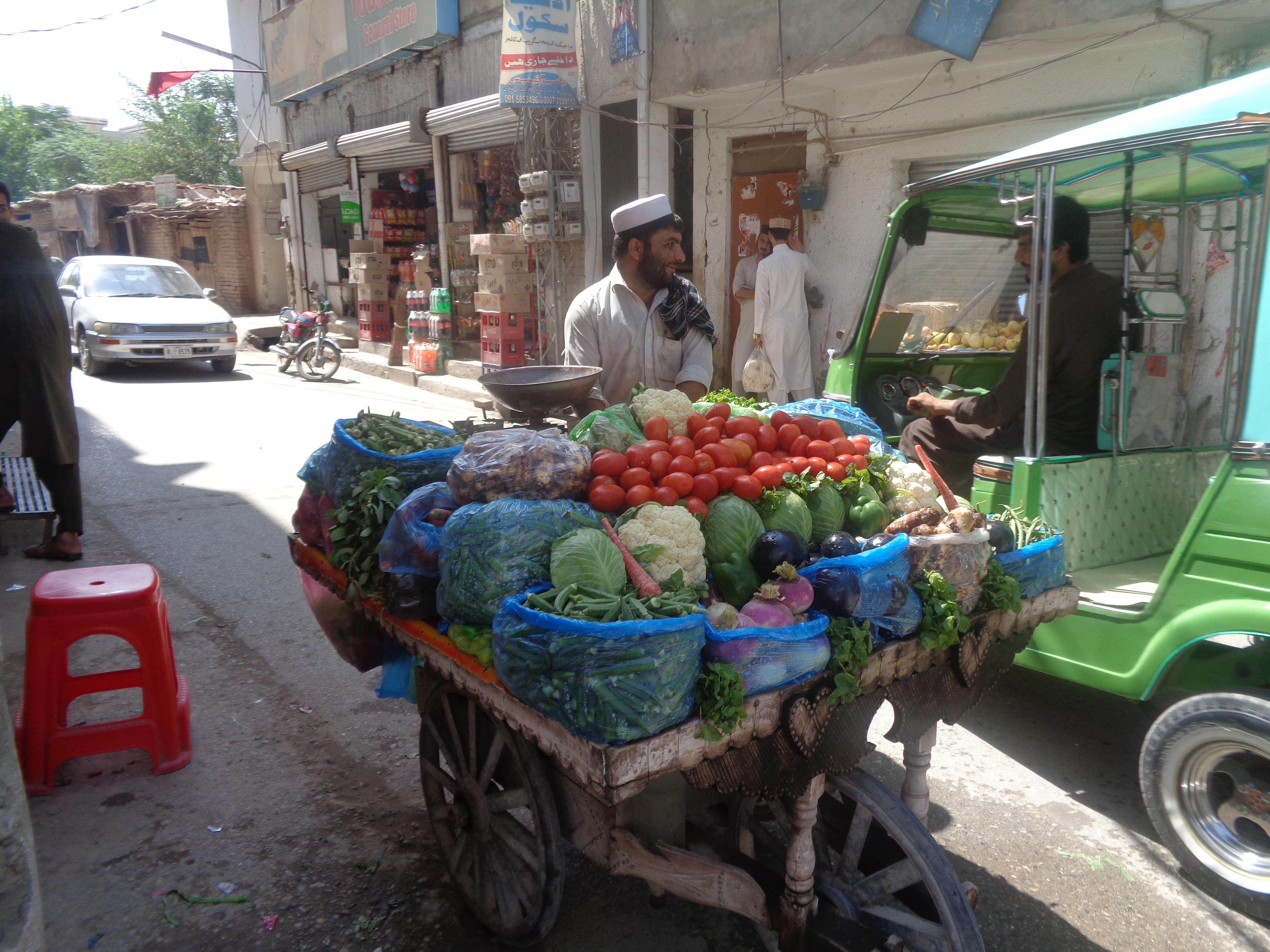 پاکستان میں موجود افغان مہاجرین نے شہریت کے وعدے کو خوش آمدید کہا