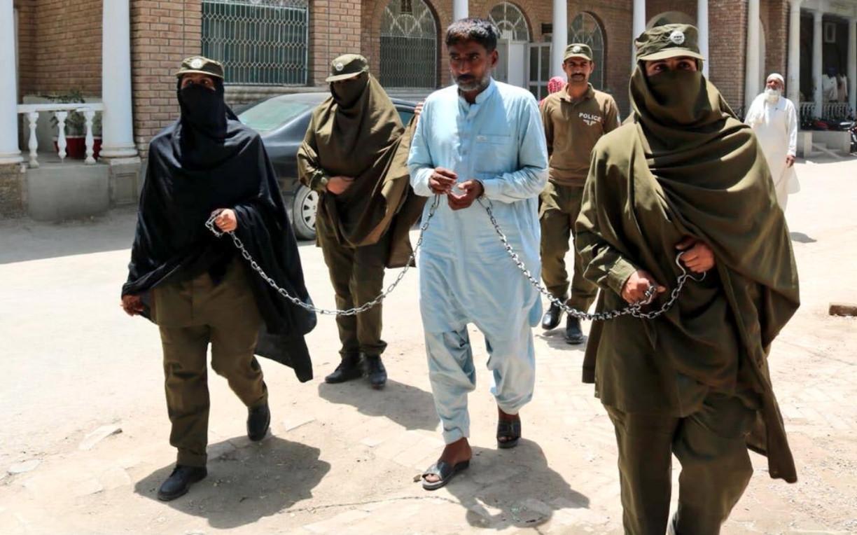 د پاکستان ښځینه پوليس د ښځو د پیاوړتیا پیغام ورکوي