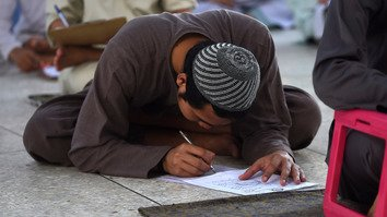 A religious student in Jamia Binoria Aalimiyah -- an Islamic educational institution -- takes part in annual examinations in Karachi April 7. [Rizwan Tabassum/AFP]