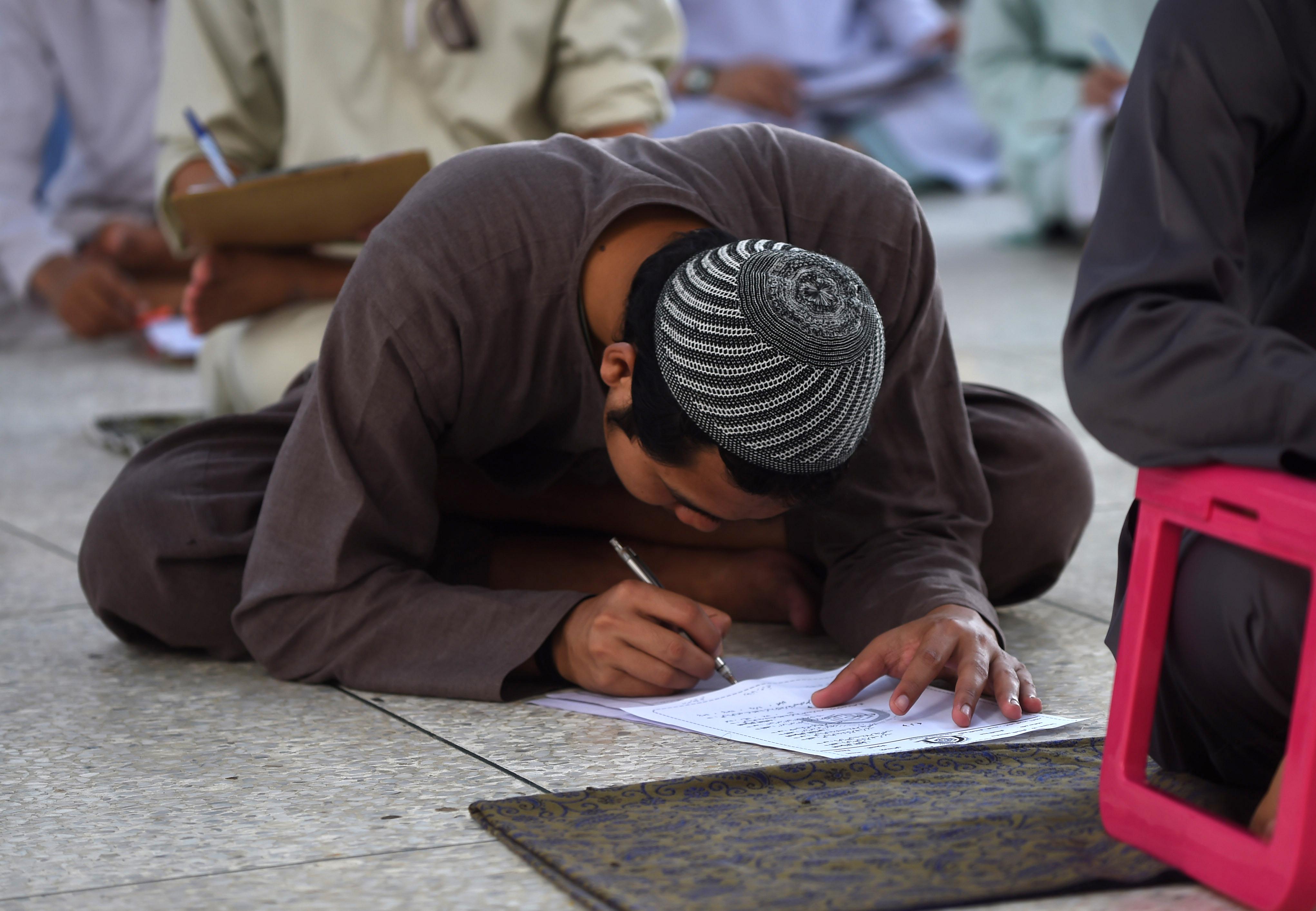 پاکستاني چارواکي په سکولونو کې د جسماني سزا د ختمولو لپاره کار کوي
