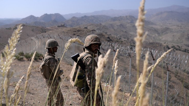 Pakistani soldiers patrol along the Afghan border at Kitton Orchard Post in North Waziristan last October 18. [AAMIR QURESHI/AFP]