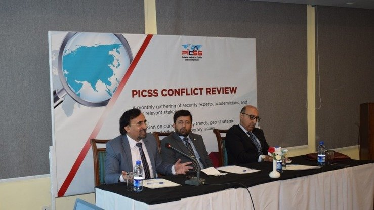 Abdullah Khan (left), managing director of the Pakistan Institute for Conflict and Security Studies (PICSS), October 18 in Islamabad speaks during an event on ISIS in Afghanistan and the region. [Javed Mahmood]