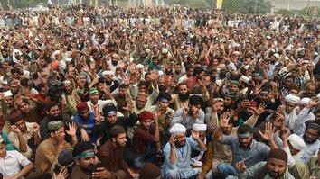 Imran Khan's stance against religious hardliners draws praise