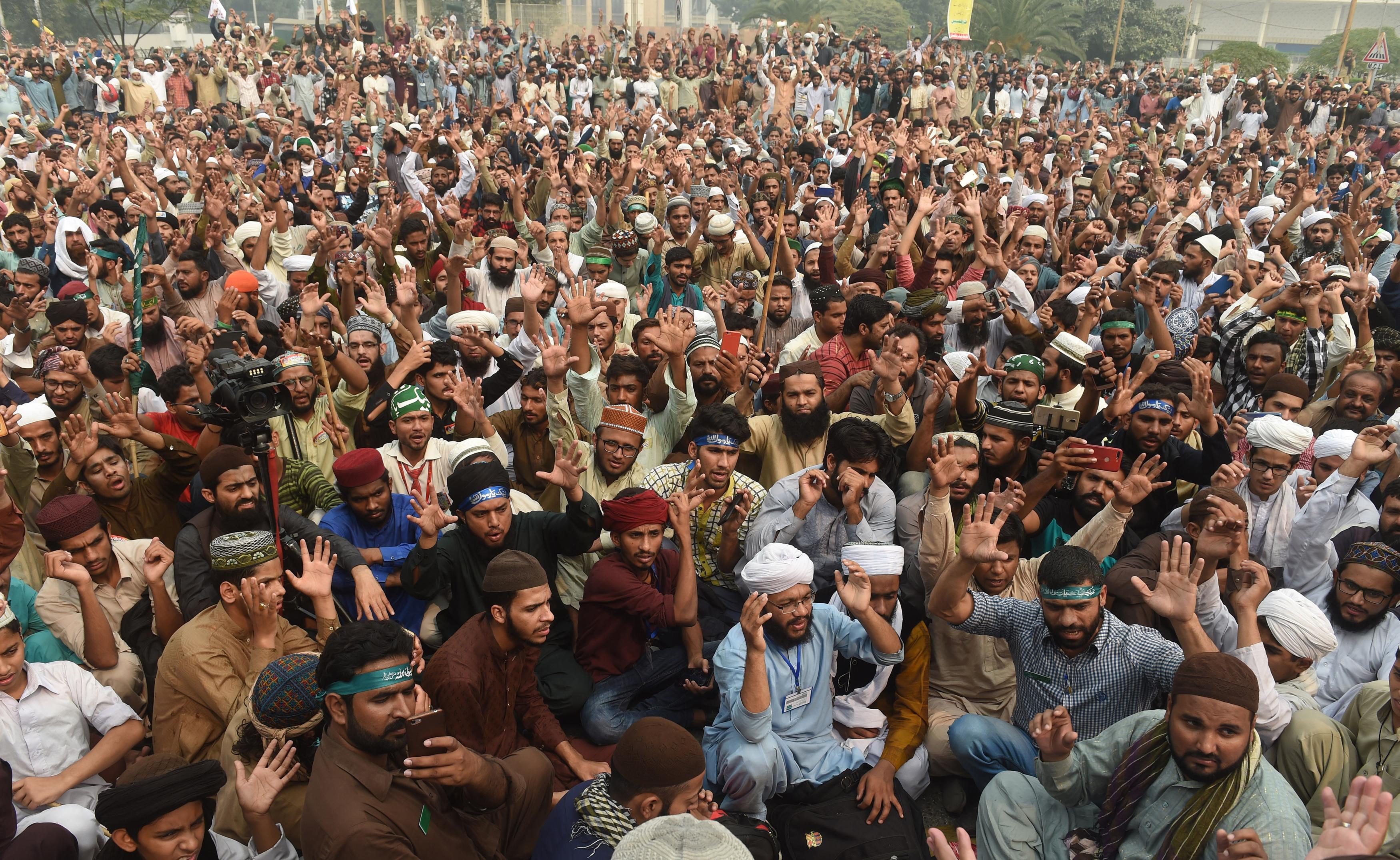 مذہبی انتہا پسندوں کے خلاف عمران خان کے نقطہٴ نظر نے پذیرائی حاصل کی