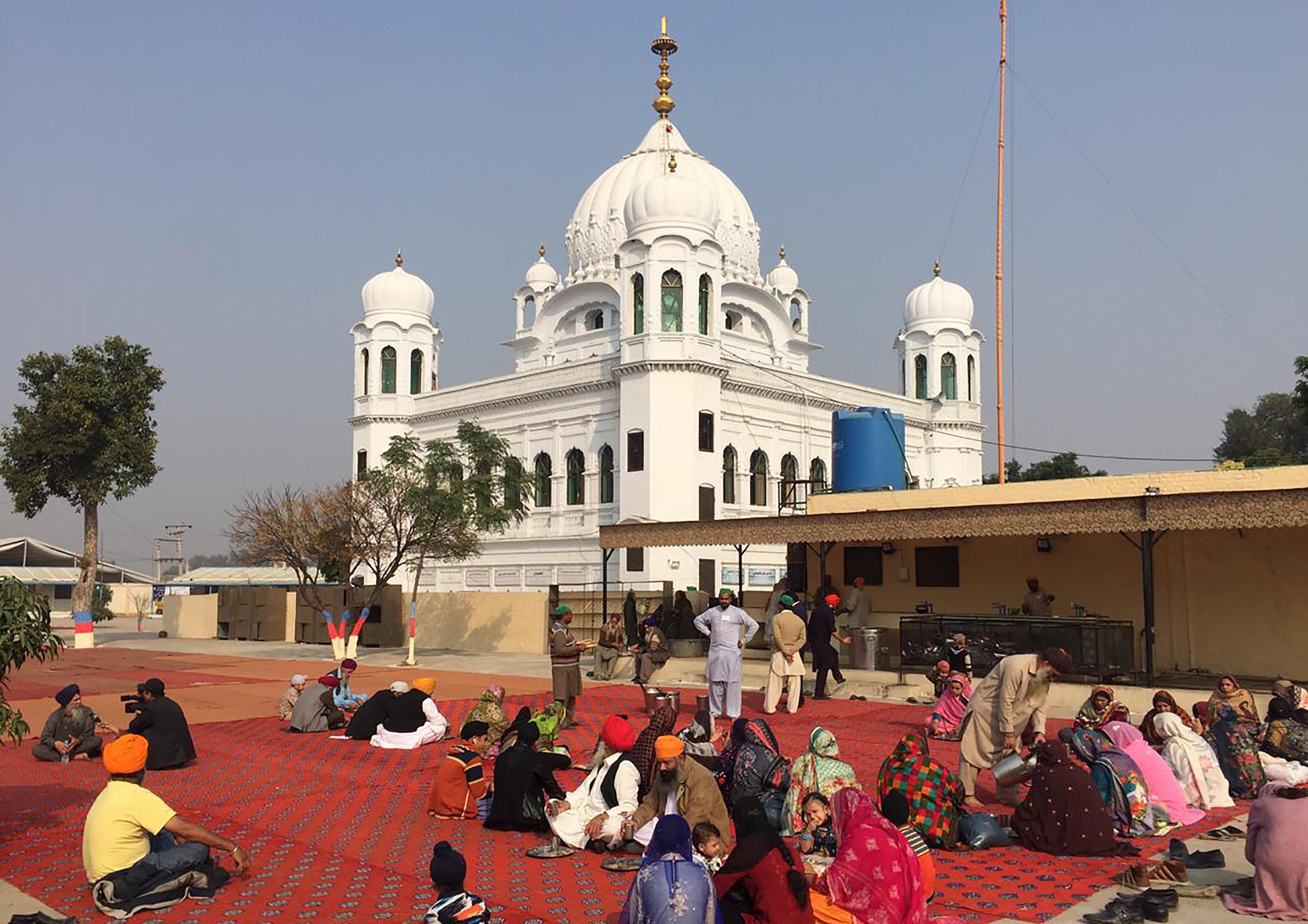 عمران خان نے ہندوستان-پاکستان کی مذہبی راہداری کا سنگِ بنیاد رکھ دیا