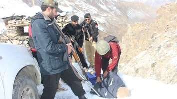 KP Police officers take part in counter-terrorism training in Chitral District November 30. [KP Police]