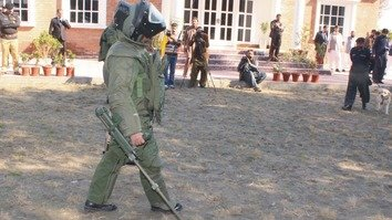 Policewomen undergo basic bomb disposal training at the KP Police School of Explosive Handling in Nowshera District last October. [KP Police]