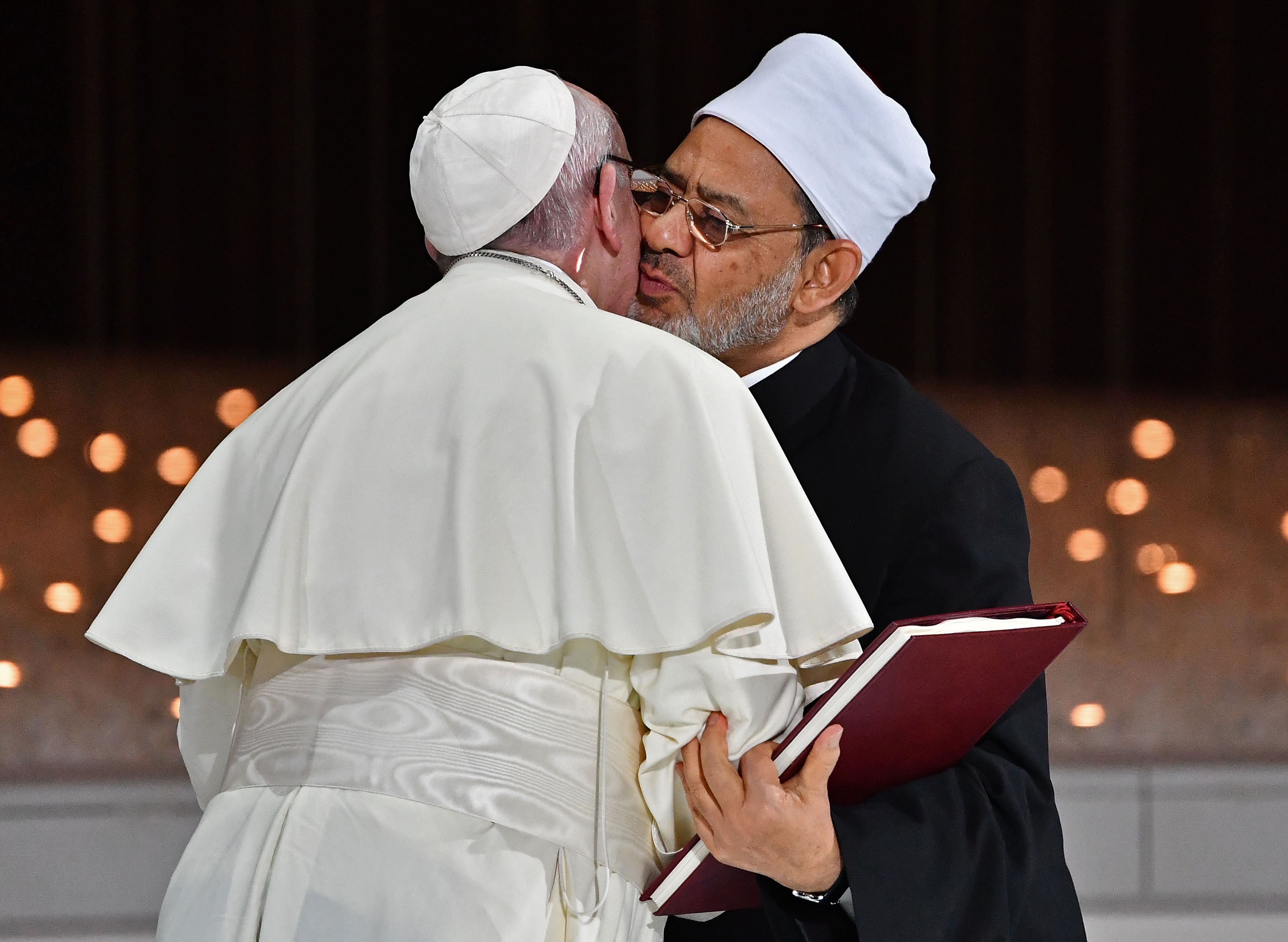 Pope and top Muslim cleric call for freedom of belief, tolerance