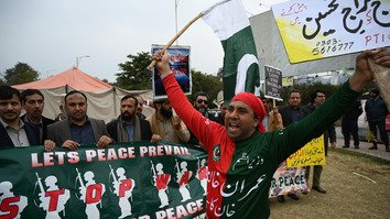 A supporter of the ruling Pakistan Tehreek-e-Insaf (PTI) party chants slogans during a peace rally in Islamabad on March 1. Pakistan freed a captured Indian Air Force pilot that day in a peace gesture aimed at defusing tensions with India. [Aamir Qureshi/AFP]