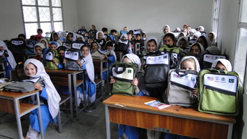 کے پی اسکولوں میں تعمیرِ نو کے درمیان بہتریاں