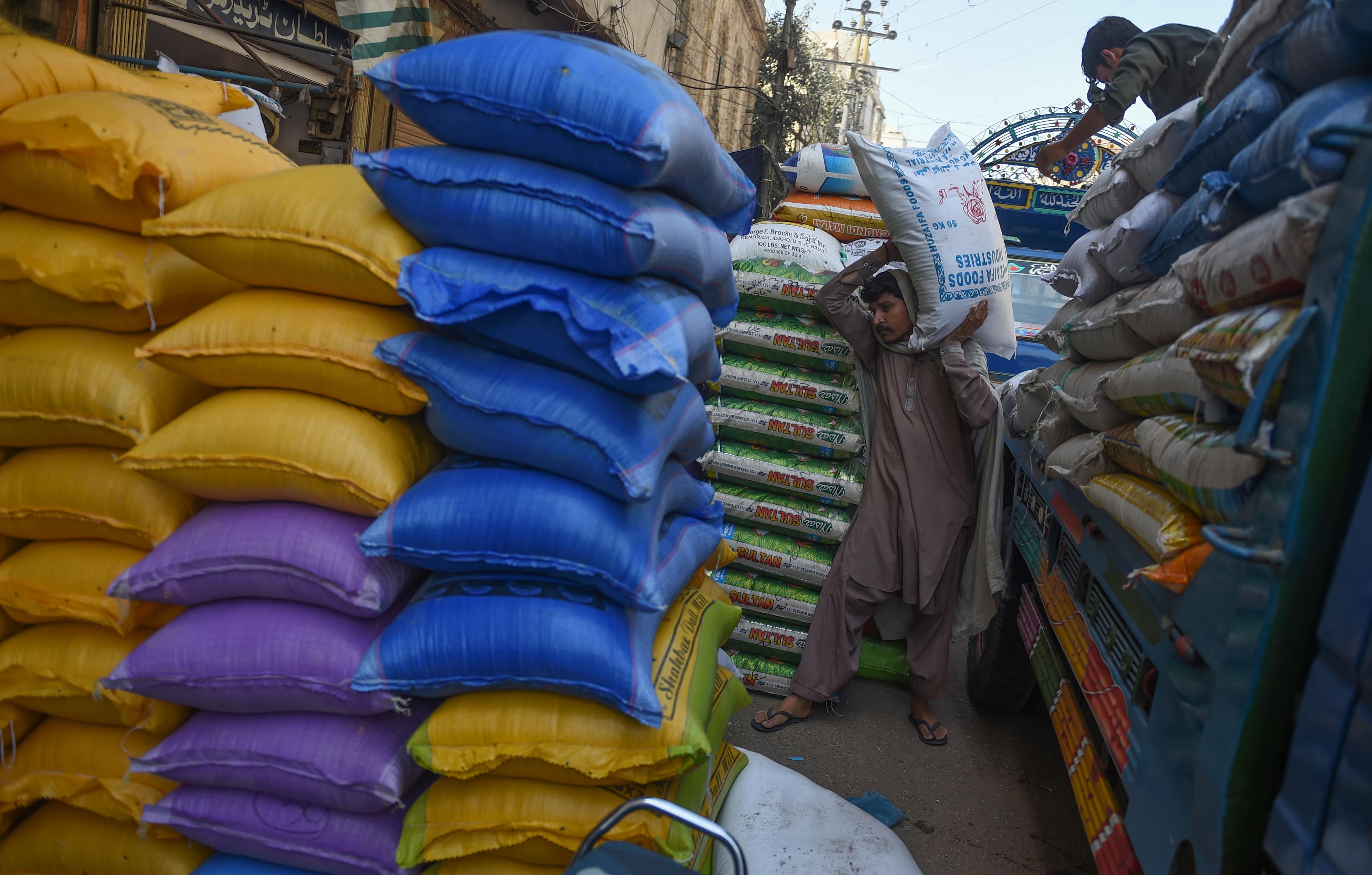 کاروباری ناراضگی کو بڑھاتے ہوئے، بلوچستان میں ایرانی قونصل خانے نے اپنی خدمات معطل کر دیں