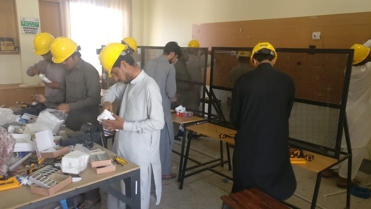 Students work at the Advanced Technical Training Centre Hayatabad, run by KP TEVTA, in 2018. TEVTA will provide free technical education in various skills to 4,000 students, including tribal youth. [Muhammad Shakil]