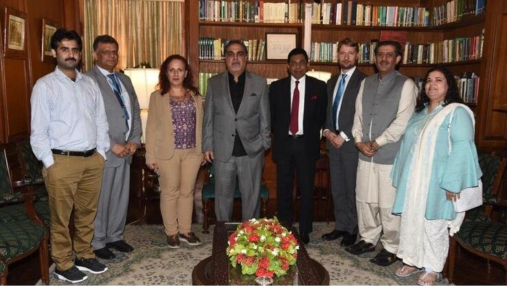 A WHO team meets Sindh Governor Imran Islmail (4th from left) in Karachi May 30. [WHO]