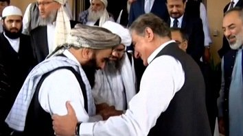 Hugs and smiles as Afghan Taliban leaders meet Pakistani officials