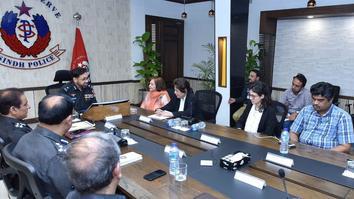 'غیرت کے نام پر قتل' کے خلاف کریک ڈاؤن میں سندھ پولیس حقوق کے فعالیت پسندوں کے ساتھ کام کر رہی ہے
