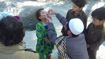 Pakistanis condemn Taliban for killing polio vaccinators