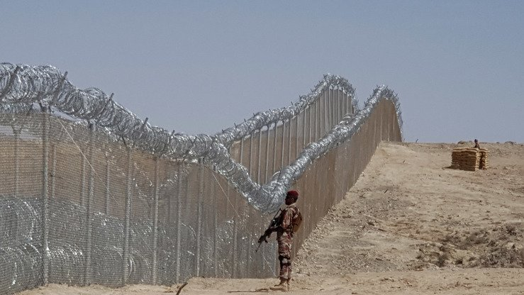 A Pakistani soldier stands guard along the fence at the Pakistani-Afghan border near Quetta, Balochistan, May 8. [Banaras Khan/AFP]