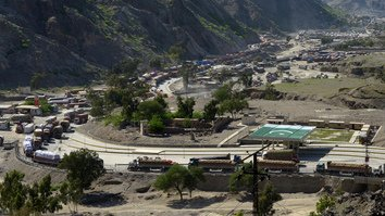 Khan inaugurates 24/7 opening of Torkham border crossing with Afghanistan