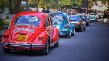 Vintage car rally in Pakistan sends message of peace