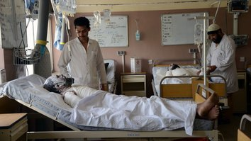 Pakistani doctors lend training to Afghan colleagues in treating terror victims