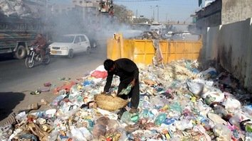 Failure of Chinese waste companies leaves piles of trash, dismay in Karachi
